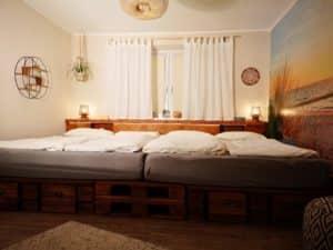 großes Palettendoppelbett