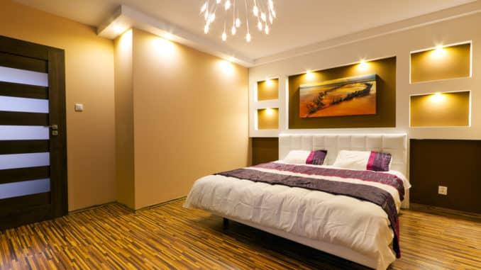 Stimmungsvolle Beleuchtung im Schlafzimmer