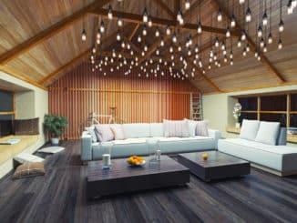 Wohnzimmer mit Deckenpaneelen