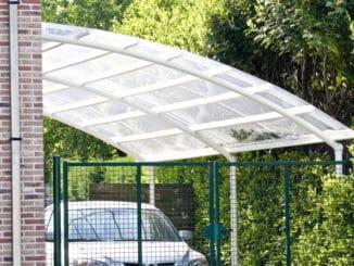 Carport mit Plexiglas