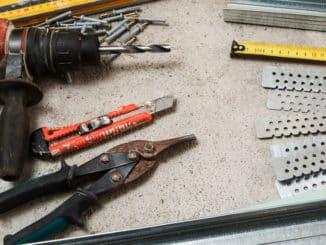 Werkzeuge um Rigips zu verarbeiten